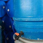 ברז מותקן על חבית 220 ליטר
